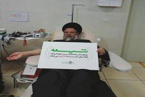 حضورآیت الله حسینی قزوینی در اهدا خون در روز عاشورا