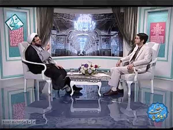 چرا دست دادن به نامحرم حرام است؟