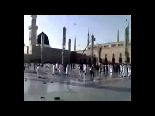 حمله وهابيون به شيعيان با كفش و... در كنار مسجدالنبي(ص)